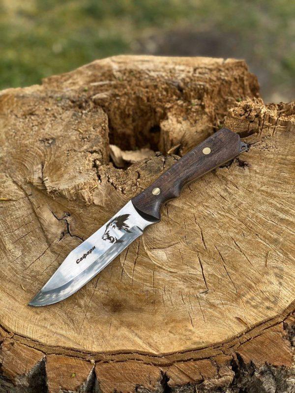 нож на пеньке